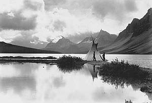 Photo © Byron Harmon courtesy Whyte Museum of the Canadian Rockies