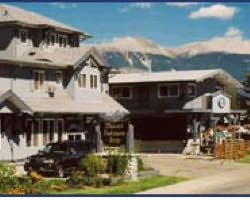 mount robson inn1 Jasper Ski Tips: Jasper Hotels